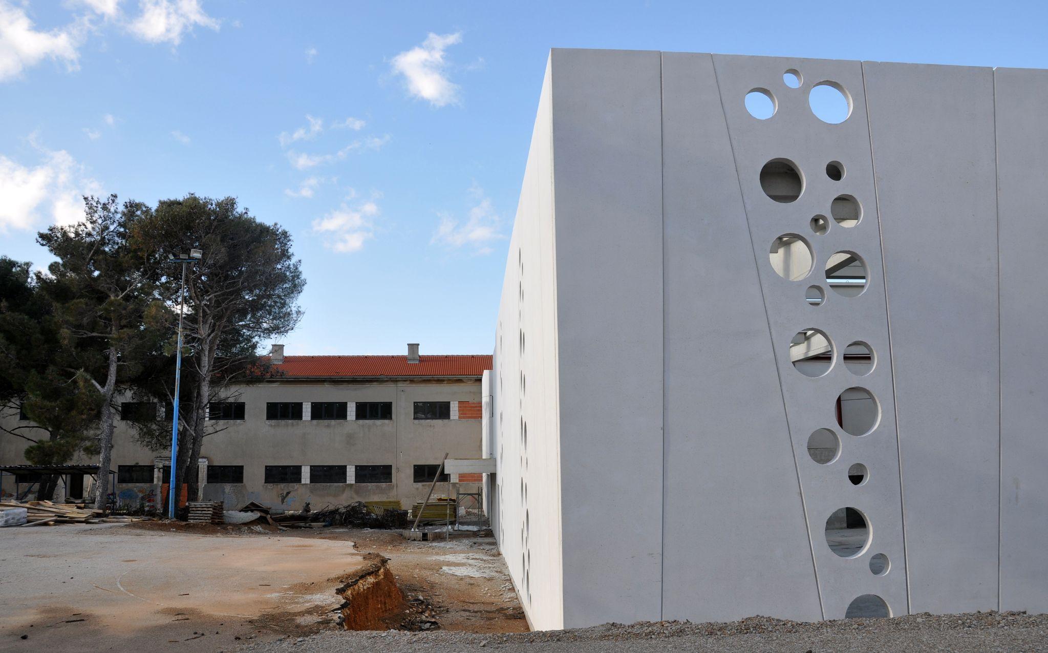 Novouređena školska zgrada i nova dvorana u Puntu bit će spremne za upotrebu ove jeseni / Foto Mladen TRINAJSTIĆ