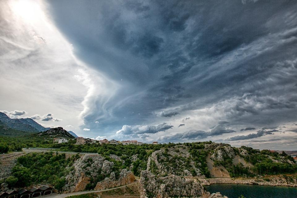 Nego iznad Karlobaga / Foto Nick MRAOVIĆ