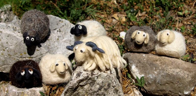 Ovčice koje Tea izrađuje od vune creske ovce – najtraženije / Foto Walter SALKOVIĆ