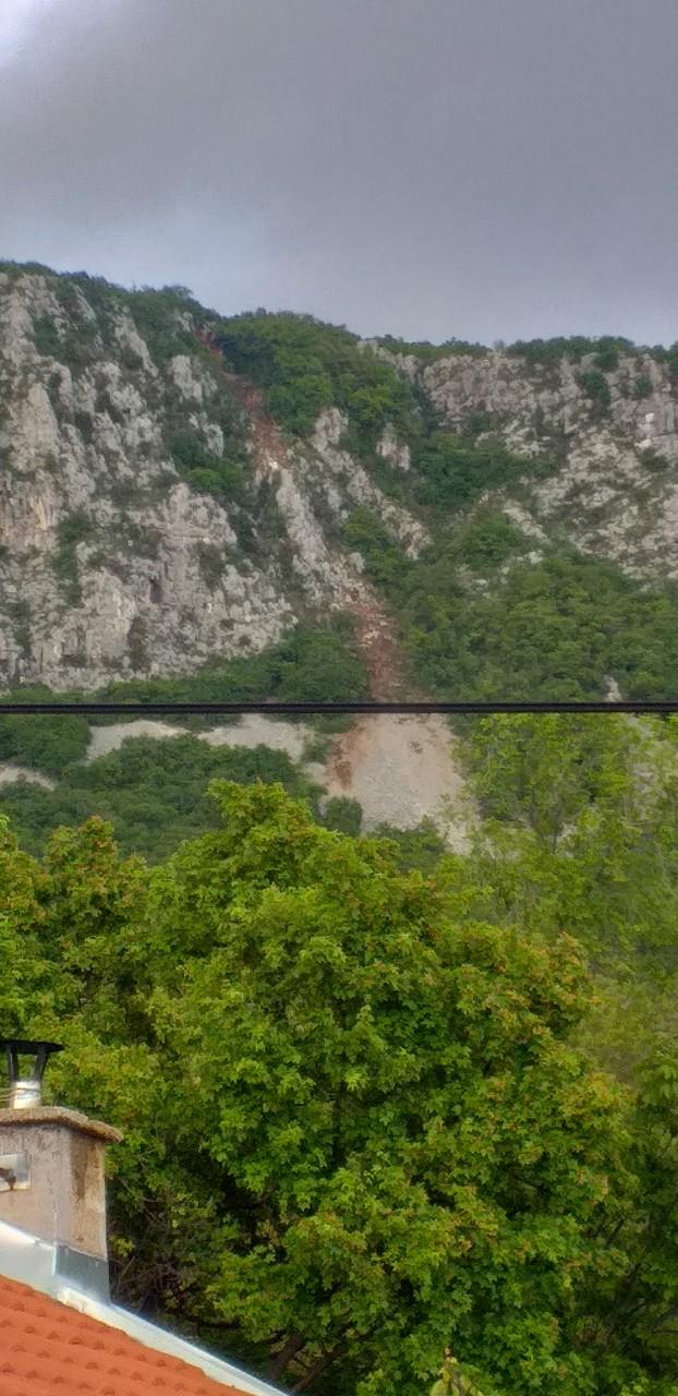 Odron s vrha Kotač u Grižanama, snimio Marijan BOLJEŠIĆ