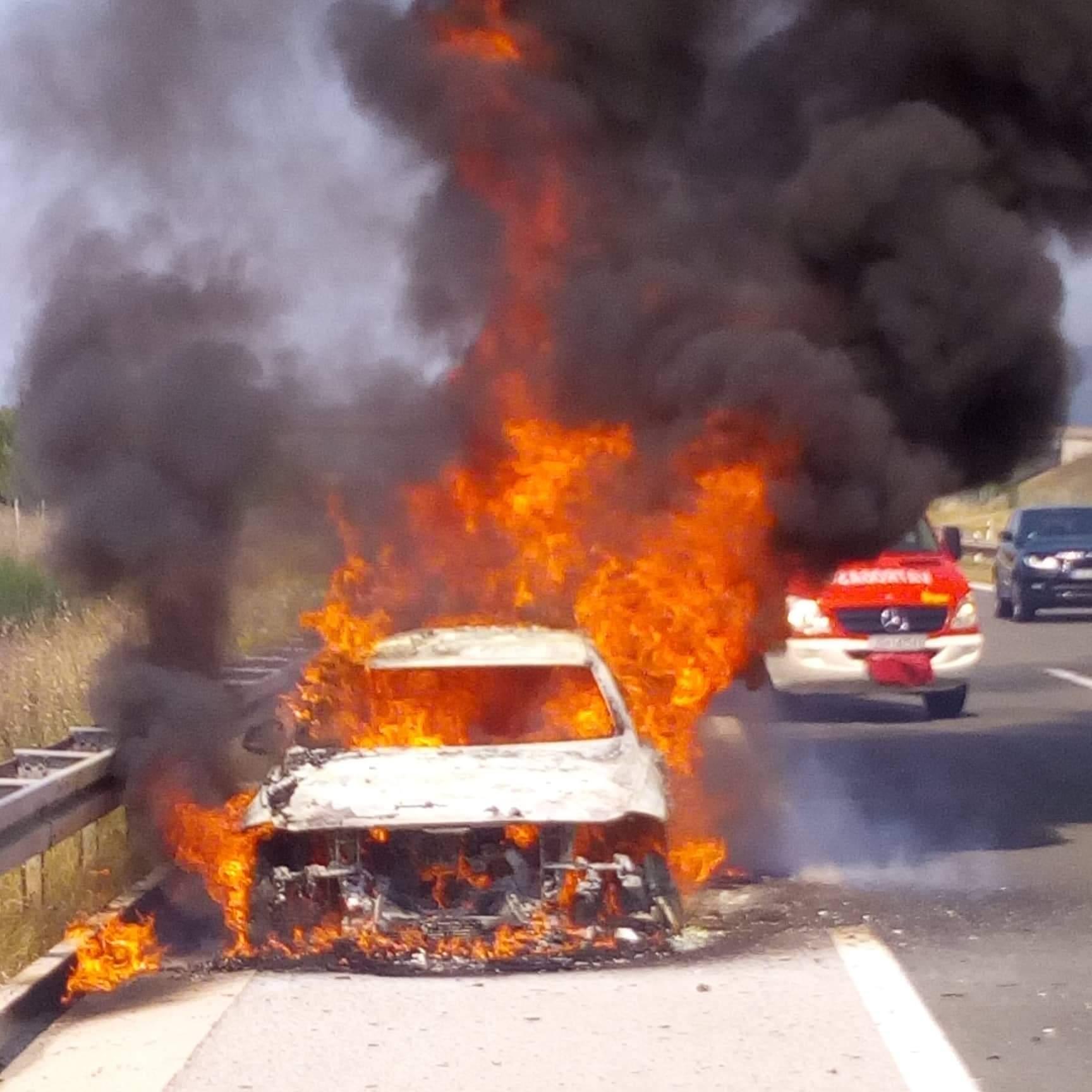 Požar automobila na A1 kod Gospića