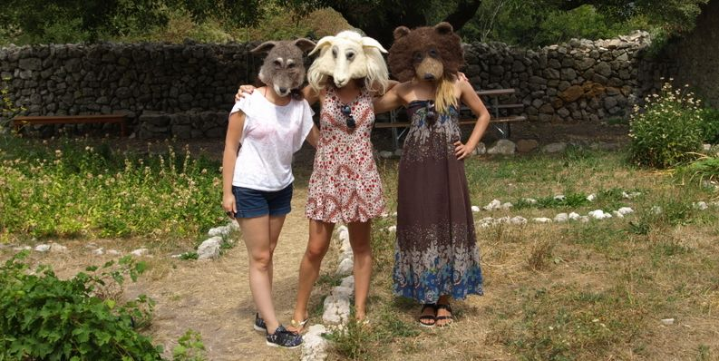 Atraktivne maske vuka i medvjeda svi žele isprobati / Foto Walter SALKOVIĆ