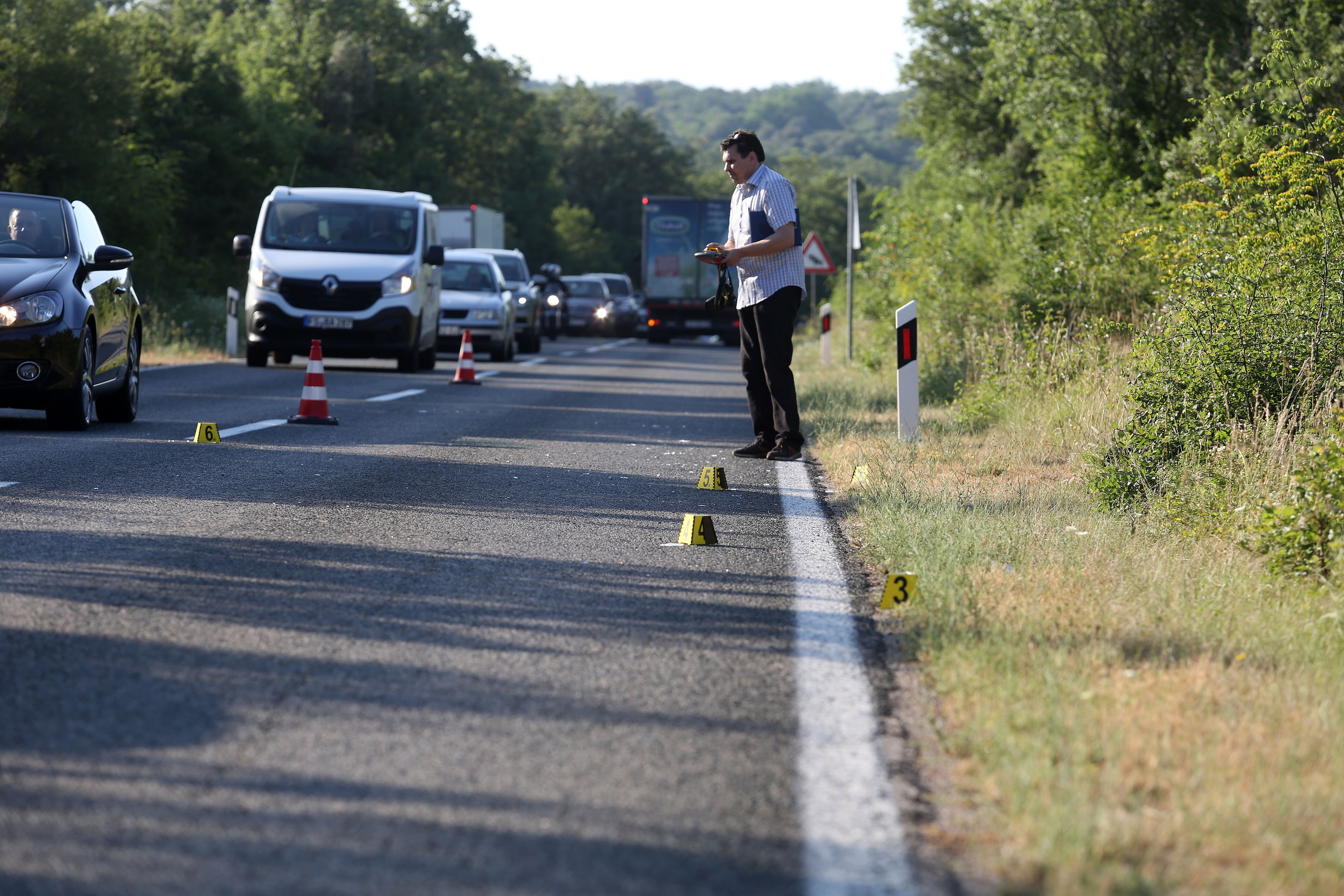 Prometna nesreća, Pinezići, kamion pregazio pješaka / Foto Goran KOVAČIĆ / PIXSELL
