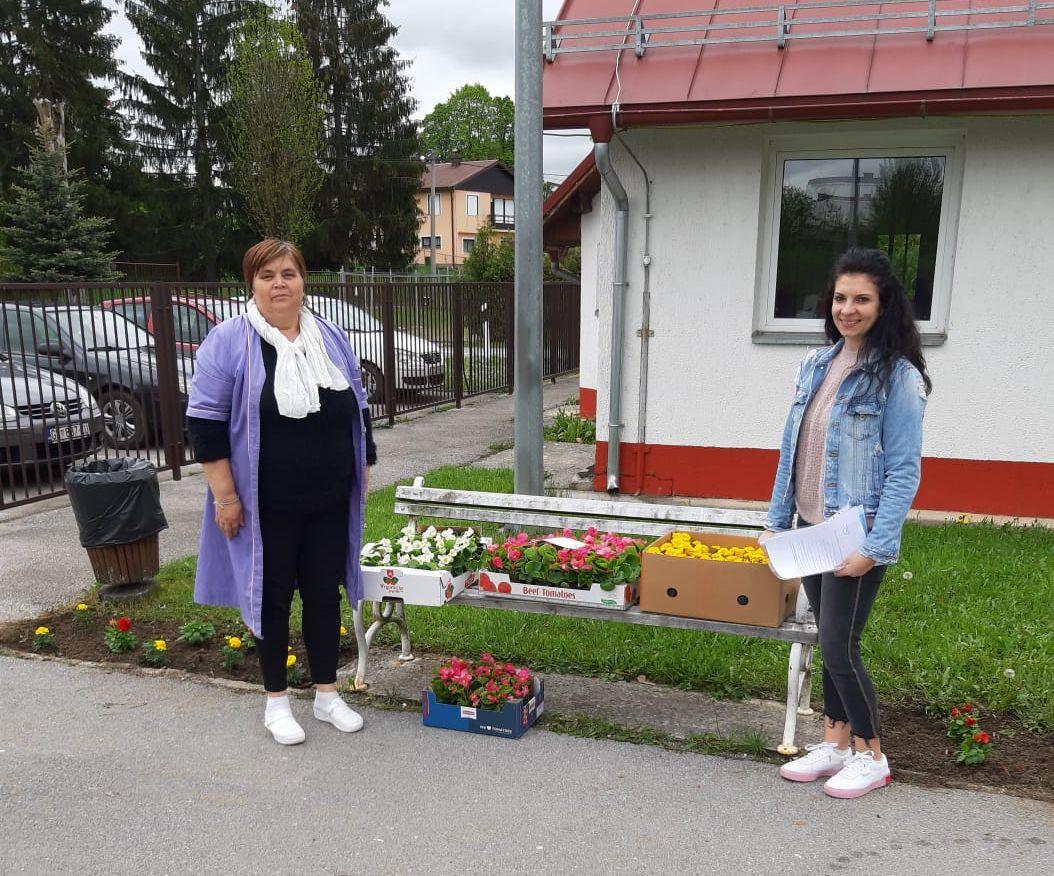 TZ Grada Gospića podijelila sadnice cvijeća, snimio Marin SMOLČIĆ
