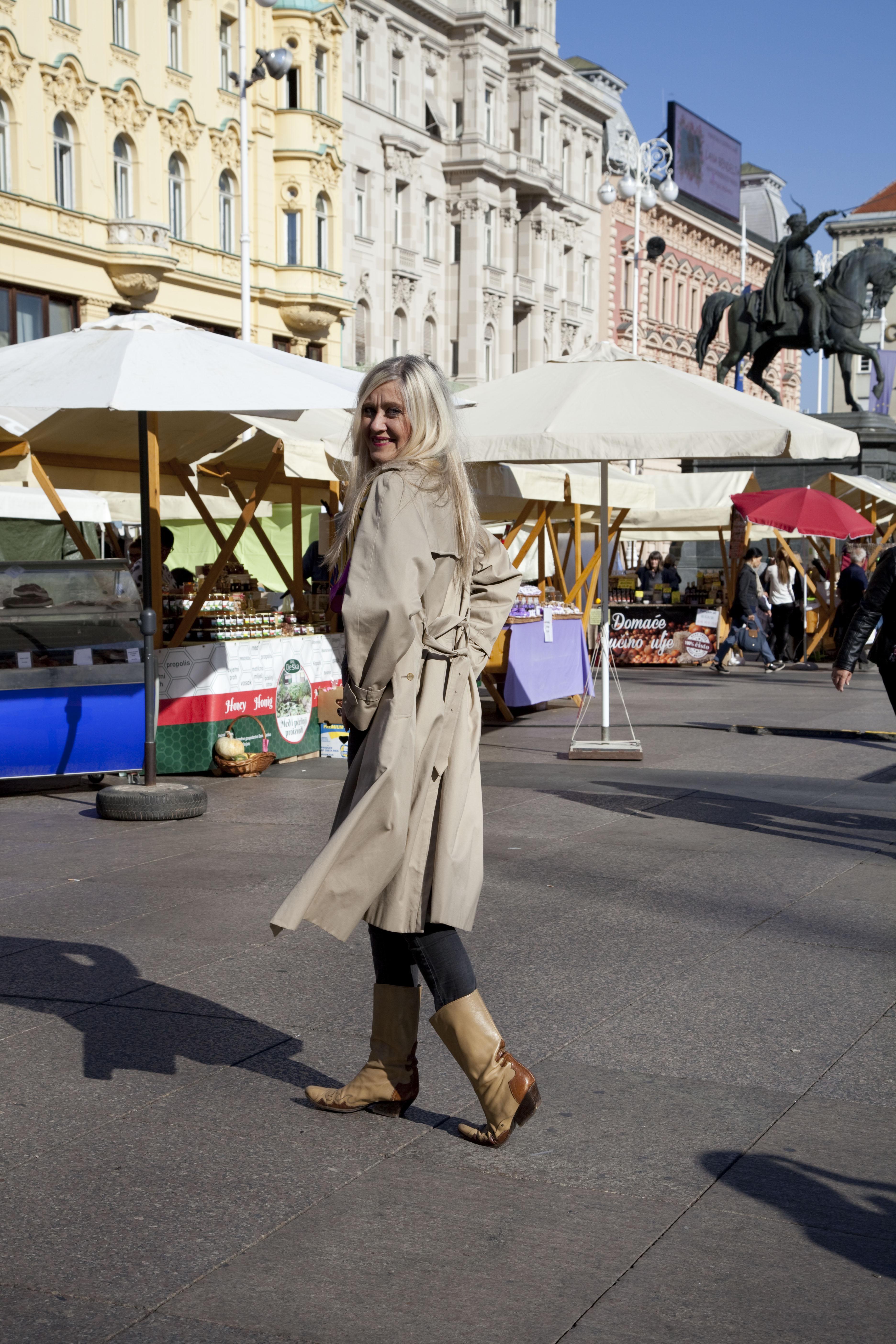 Mantil odjenula da čim više nalik bude recimo Tinu ili Krleži, makar mantila radi – Jelena Remetin / Snimio Davor Mezak
