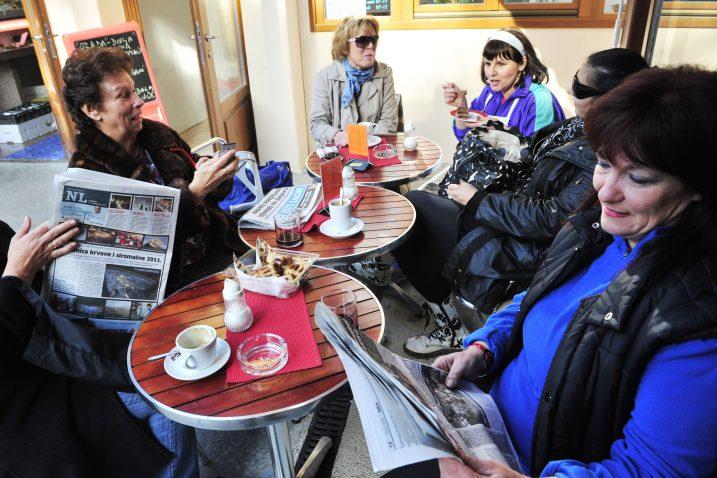 Novine u kafićima