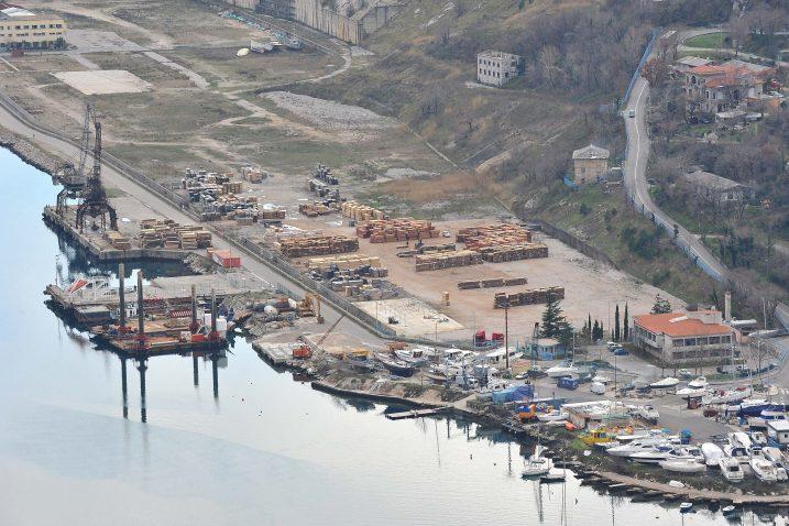 Grad Bakar već je napravio planove za vrijedan prostor, samo čekaju da administracija odradi svoj posao / Foto S. DRECHSLER