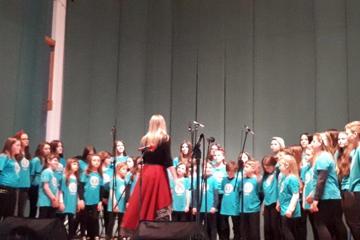 Svaki je zbor što se pojavio na pozornici Radničkog doma nagrađen glasnim aplauzom / Snimila Danijela PLEŠE