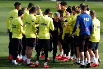 Quique Setien i igrači Barcelone/Foto REUTERS