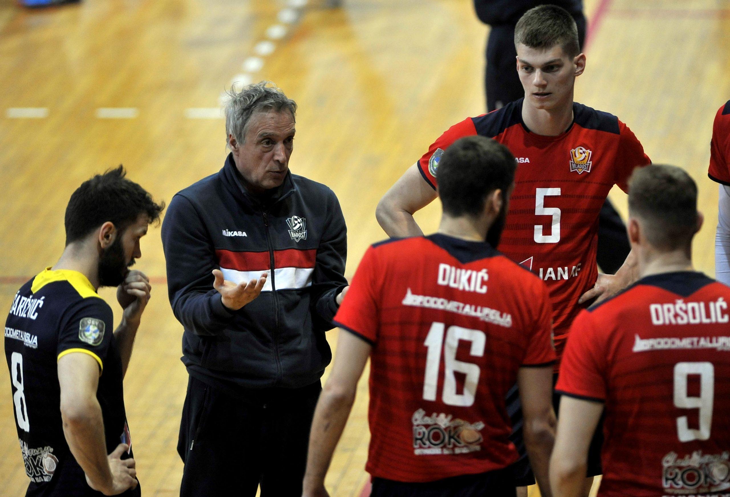 Odbojkaši Mladosti i njihov trener Rade Malević više neće igrati ove sezone/Foto Arhiva NL
