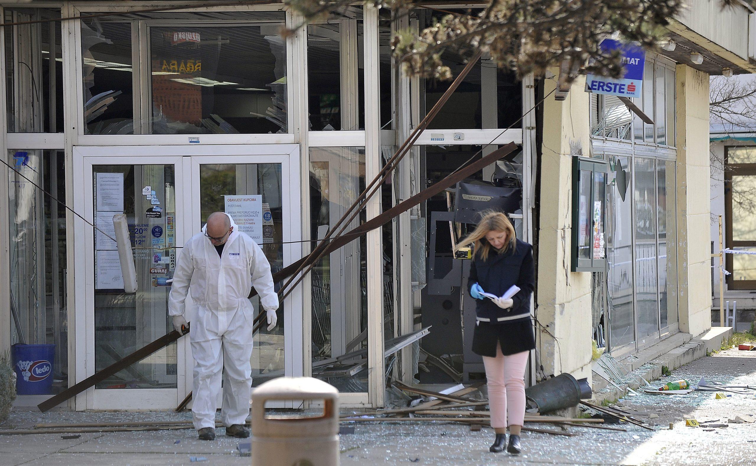 Bankomat u Dražicama raznesen je u ožujku / Snimio Roni BRMALJ
