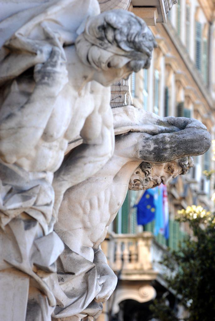 Kipovi na pročelju palače Jadran / Foto: M. GRACIN