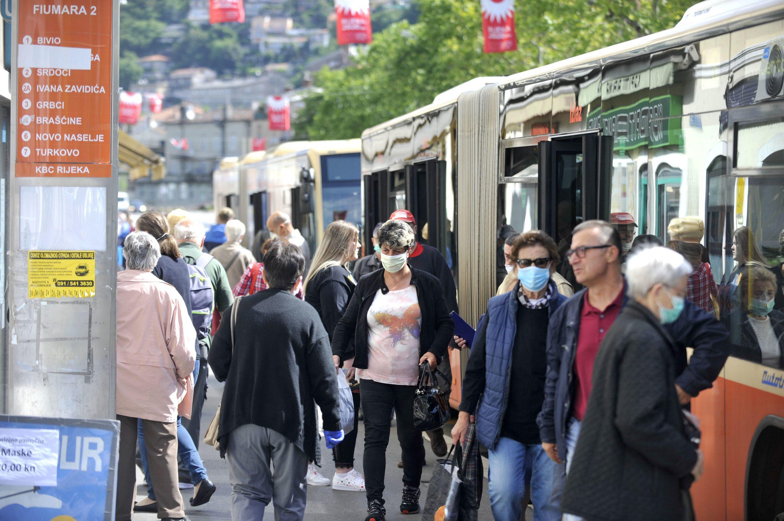 Autobusi u travnju gotovo da i nisu vozili, no s popuštanjem mjera izolacije počeli su rasti i gubici javnog gradskog prijevoznika / Foto Vedran Karuza