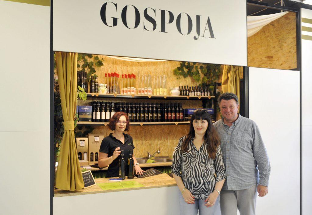 Franjo i Katarina otvorili su u petak vinariju na Vežici / Snimio Vedran KARUZA