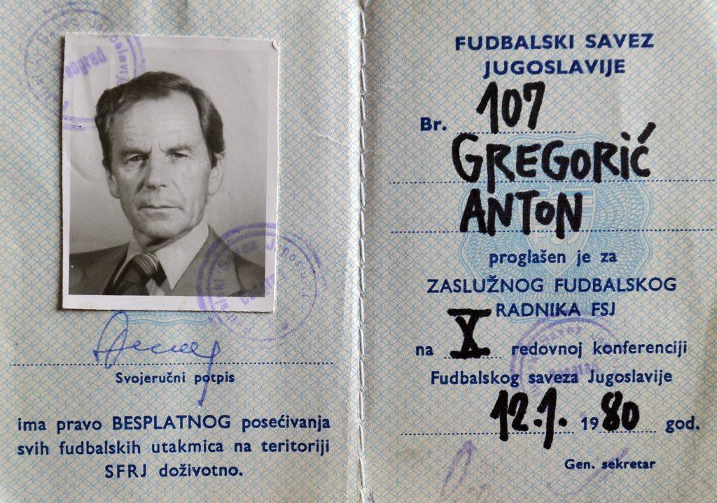 Knjižica s kojom je mogao besplatno na sve nogometne predstave u Jugoslaviji