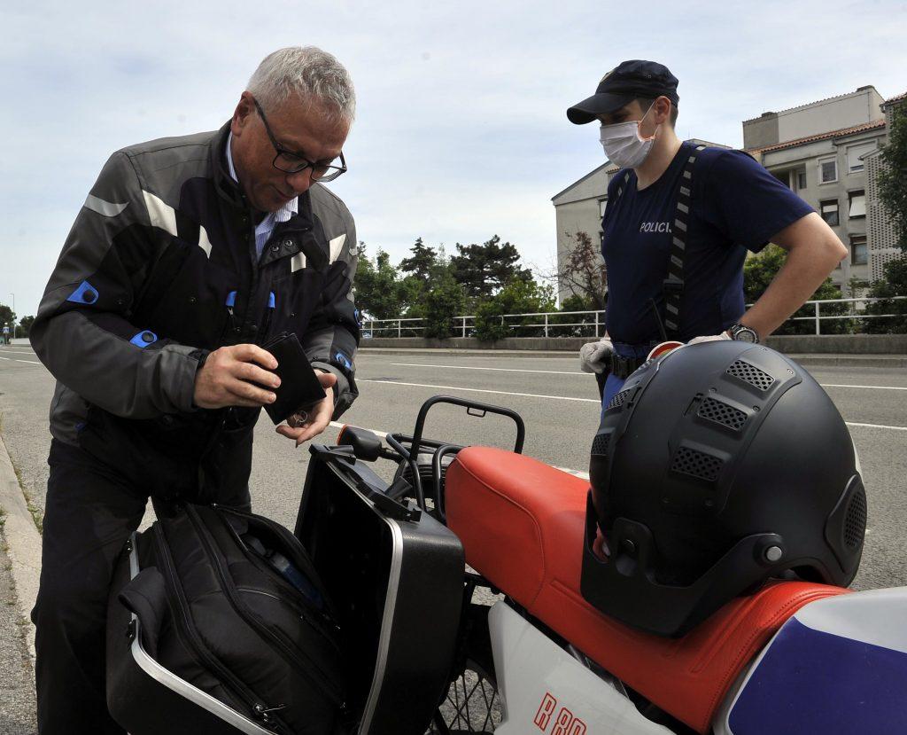 Iskusan i savjestan motociklist dao je savjet mladim vozačima - Herman Haller / Snimio Damir ŠKOMRLJ