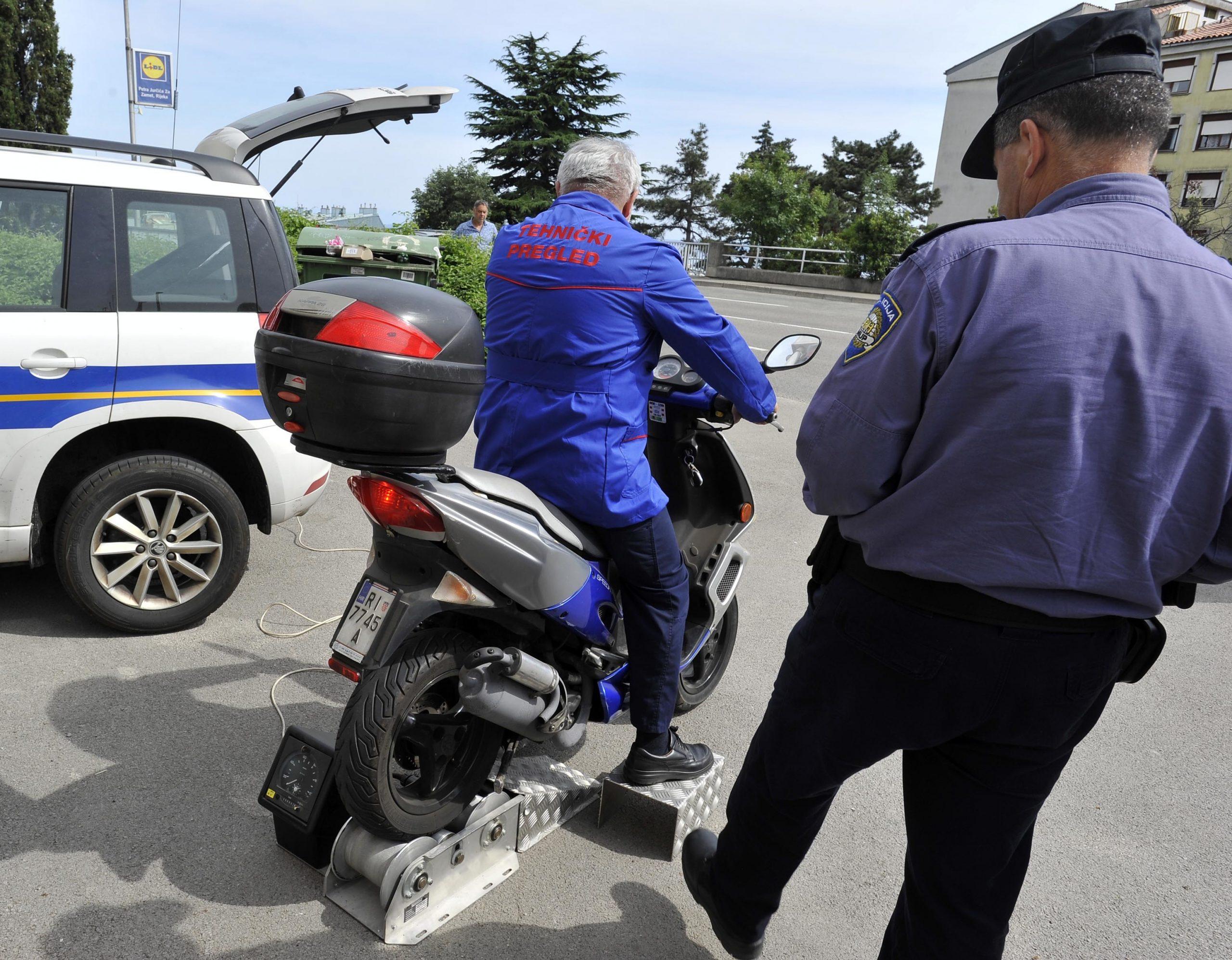 Prometna policija Policijske uprave primorsko-goranske pojačano je nadzirala vozače mopeda i motocikala / Foto: D. ŠKOMRLJ