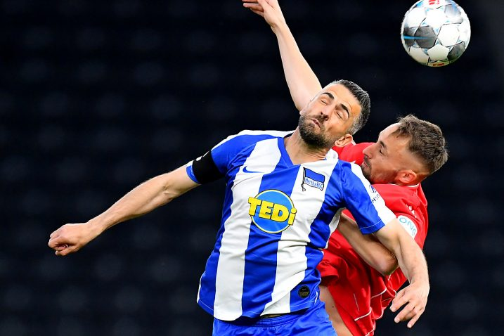 Vedad Ibišević (Hertha) i Grischa Promel (Union Berlin)/Foto REUTERS