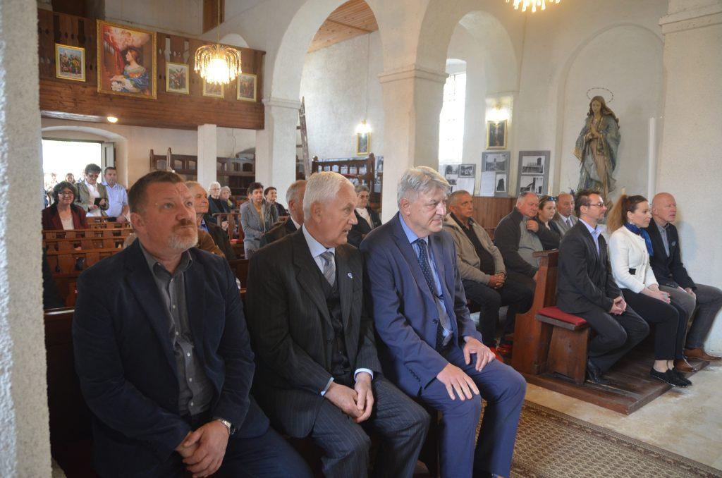 Posjetu apostolskog nunicija nazočili su brojni predstavnici političkog života / Foto: M. KRMPOTIĆ