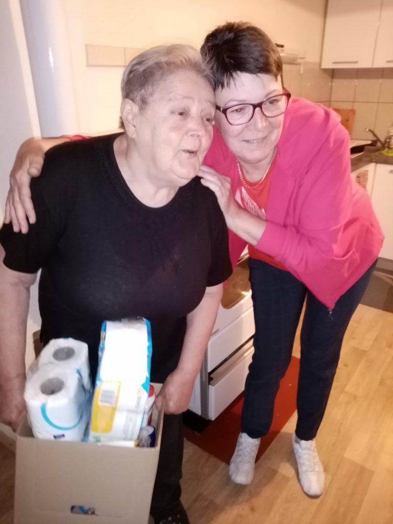 Mirjana Buljan s jednom od korisnica / Snimio Marinko KRMPOTIĆ