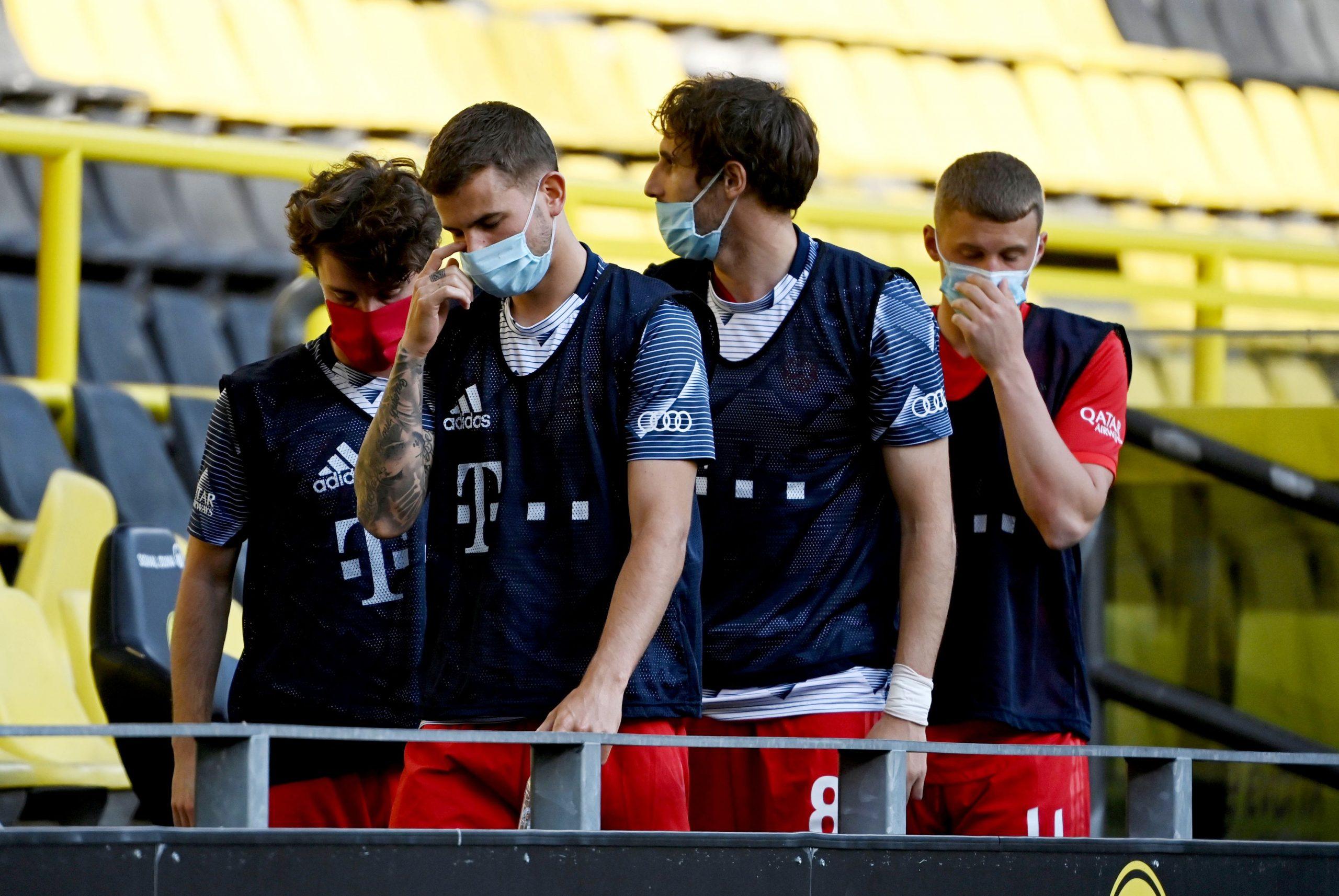 Zaštitne maske postale su sastavni dio sportske opreme nogometaša/Foto REUTERS