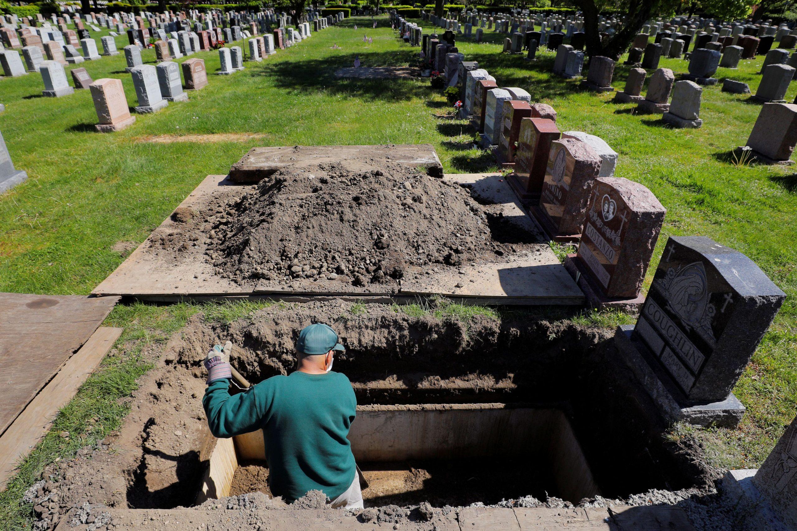 Korona odnijela zastrašujući broj života / REUTERS