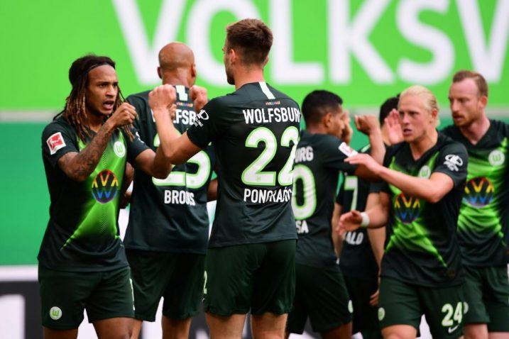 Igrači Wolfsburga slave pogodak/Foto REUTERS