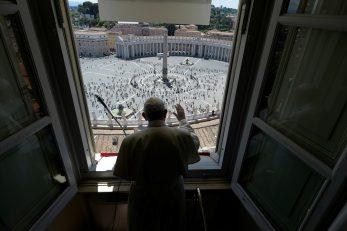 Papa Franjo se obratio vjernicima na Trgu sv. Petra / Foto: REUTERS