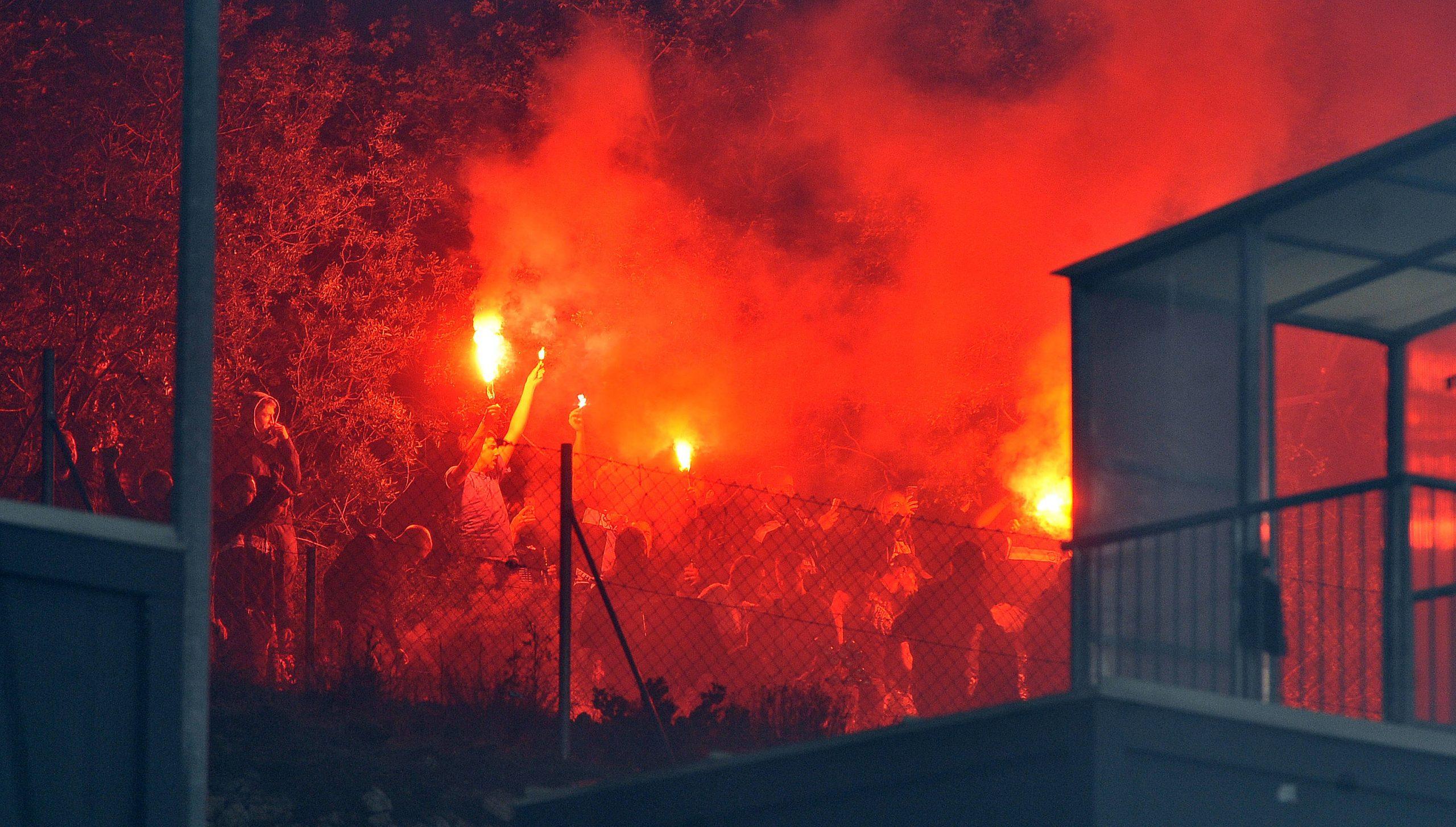 S obzirom na to da su navijači bili izvan stadiona baklje nisu bile zabranjene/Foto Arhiva NL