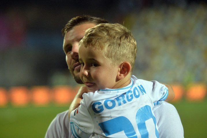 Alexander Gorgon u društvu mlađega sina nakon utakmice protiv Intera/R. BRMALJ