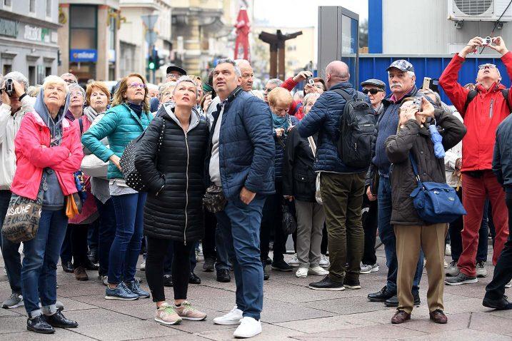 I jučer je Rijeka bila puna turista, gosti iz Francuske razgledali su brojne znamenitosti / Snimio Ivica TOMIĆ
