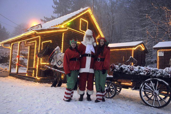 Djed Božićnjak doputovao je kočijom sa sjevera / Snimio Roni BRMALJ