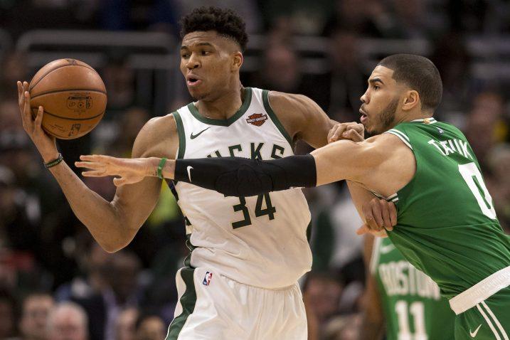 Giannis Antetokounmpo (Milwaukee) i Jayson Tatum (Boston)/Foto REUTERS