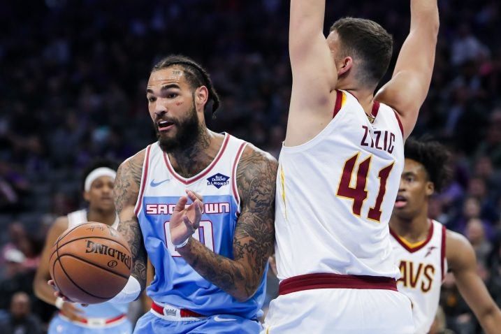 Willie Cauley-Stein (Sacramento Kings) i Ante Žižić (Cleveland Cavaliers)/Foto REUTERS