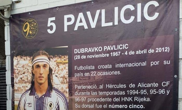 Dubravko Pavličić poseban status uživa u Alicanteu gdje  je jedan ulaz na tribine dobio njegovo ime
