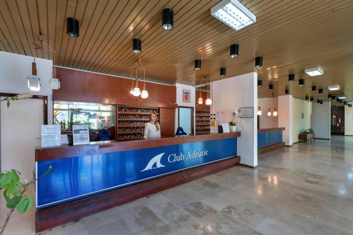 Club Adriatic posluje u sastavu crikveničke hotelske Grupe Jadran