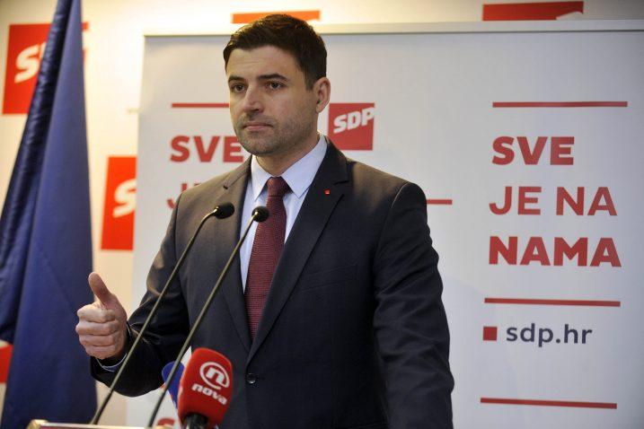 Davor Bernardić najavio je punu potporu SDP-a sindikalnoj referendumskoj inicijativi »67 je previše» kojom će se prikupljati potpisi za raspisivanje referenduma protiv odlaska u mirovinu u dobi od 67 godina / Snimio Davor KOVAČEVIĆ