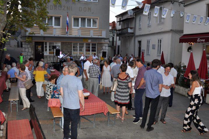 Dobrinjska Placa bila je mjesto održavanja susreta krčkih iseljenika / Foto M. TRINAJSTIĆ