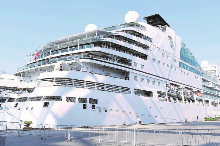 """Seabourn Ovation potpuno je identičan u odnosu na brod """"Sebourn Encore"""" koji je krajem svibnja bio u Rijeci / Snimio Ivica TOMIĆ"""