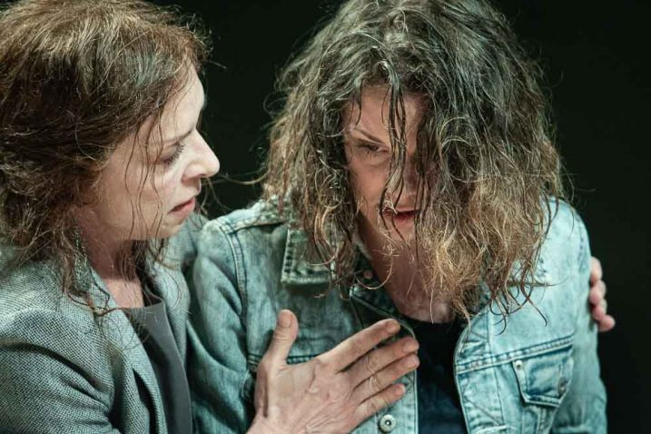 """Prizor iz predstave """"Dobro je dok umiremo po redu"""""""