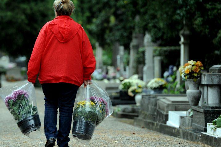 Cvijeće stiže na trsatsko groblje / Snimio  M. GRACIN