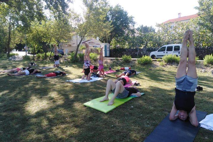 Dolores Prodan, certificirana učiteljica joge već 20 godina, kojoj je ista postala način života, vodi svoje satove u Rijeci i okolici, a već nekoliko sezona poznaju ju i mnogi gosti na Krku