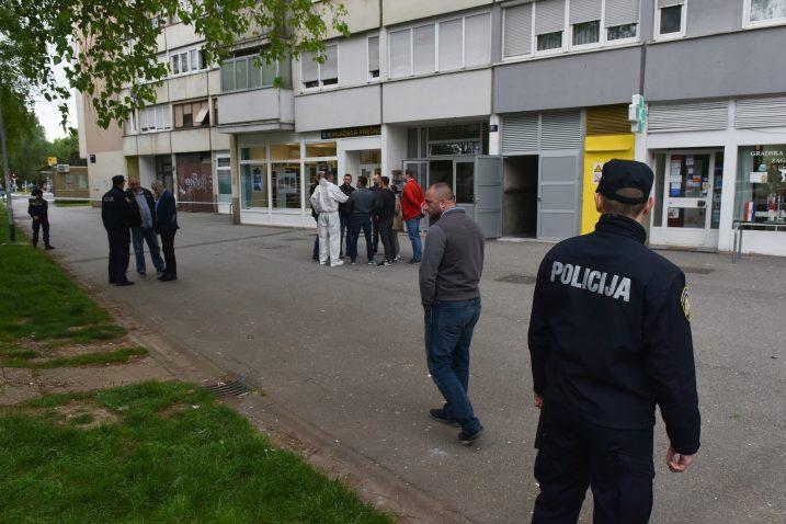 U naselju Prečko u Ulici Slavenskoga 12 noćas je na devetom katu stambene zgrade odjeknula snažna eksplozija / Foto Davorin Visnjic/PIXSELL
