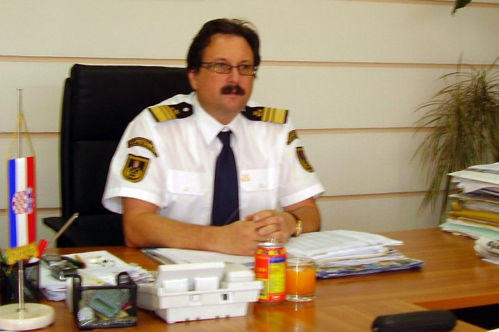 Lučki kapetan Darko Glažar kratko je komentirao zahtjev, kazavši samo kako je »Lučka kapetanija svoj posao i 2009. i danas odradila po svim pravilima struke« te da se radi o »pritisku brodara na institucije«