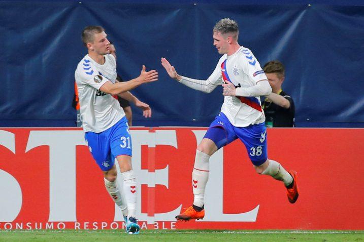 Borna Barišić i Kyle Lafferty (Rangers)/Foto REUTERS