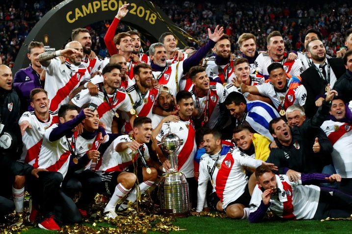 Nogometaši River Plate osvojili su prošle sezone trofej nakon što je uzvrat odigran u Madridu/Foto REUTERS