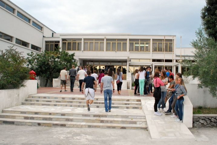 Krčki srednjoškolci koji udovolje kriterijima natječaja mogu računati na stipendiju u iznosu od 500 kuna / Snimio Mladen TRINAJSTIĆ