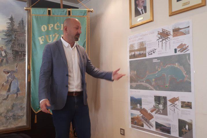 Načelnik David Bregovac predstavio novinarima projekt koji je sada zbog HEP-a pod upitnikom / Snimila Danijela PLEŠE