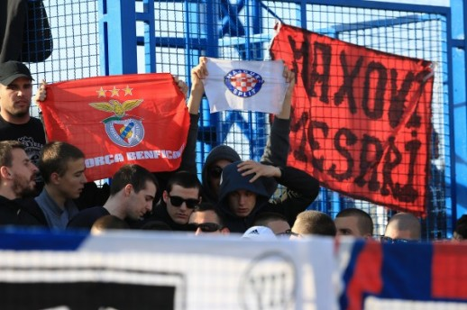 Torcidina degutantna poruka visjela je na ogradi u Zaprešiću/Foto PIXSELL