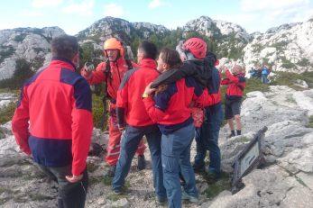 Gospićki HGSS spašava planinarku na Premužićevoj stazi